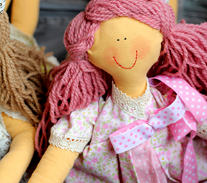 Историята на куклите Карла и Клара